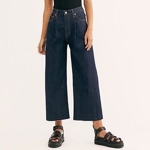 Levi's | Ribcage Pleated Crop Jeans